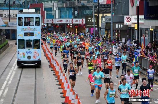 内地跑手赴港参加马拉松 赞搭乘高铁方便快捷
