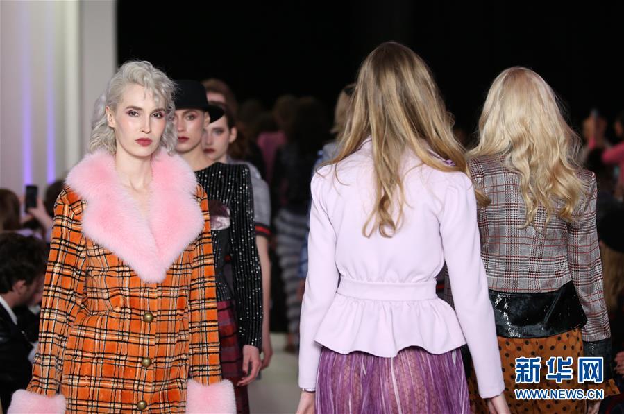 Vivienne Hu品牌亮相纽约时装周
