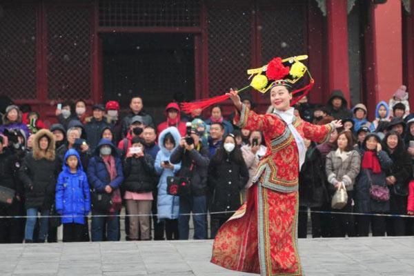 沈阳故宫演出《皇宫过大年》的清文明主题上演