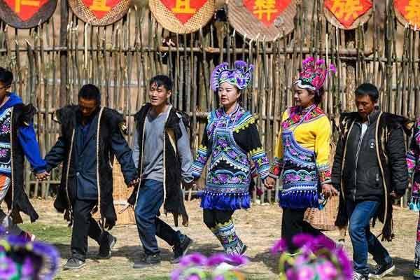 云南深山演出连续千年的民族古装秀