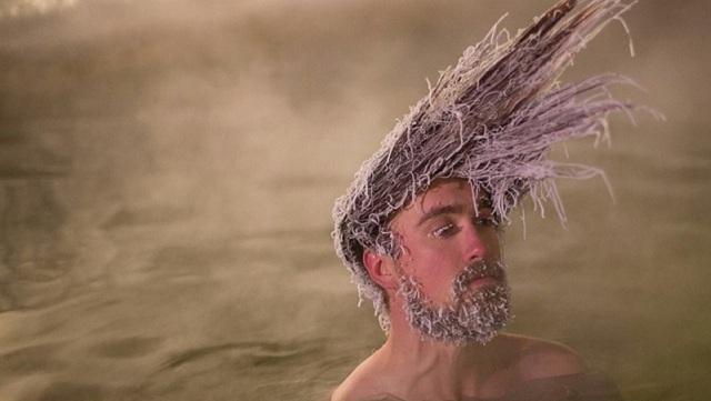 """加拿大举办奇葩""""冻发大赛"""" 看谁发型在冰冻后更酷"""