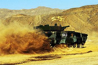 新兵团使用装甲车训练新兵基础能力阵势浩大