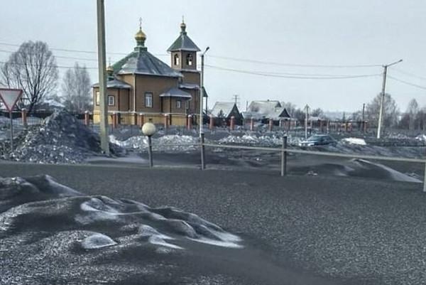 西伯利亚小镇天降黑雪 居民称仿佛生活在地狱