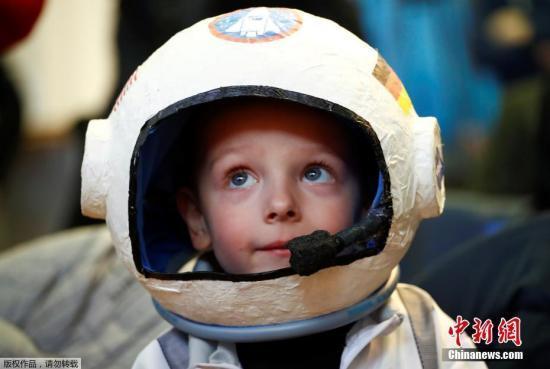 俄宇航员将再次指导毛绒玩具狗前去国际空间站