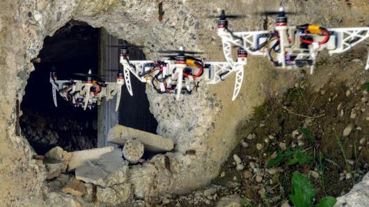 瑞士研制自动折叠无人机 用于协助救援任务