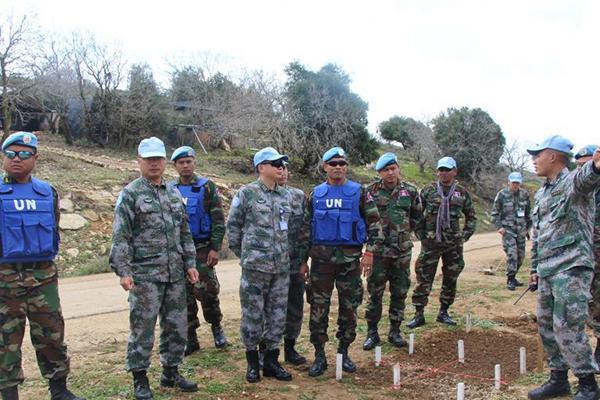 中柬赴黎维和部队交流扫雷经验