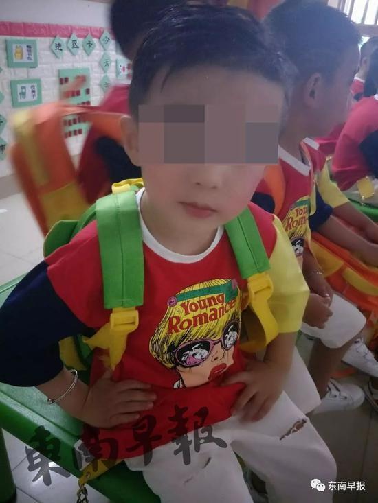 5岁男孩倚靠5楼玻璃护栏 护栏突松动致其坠亡
