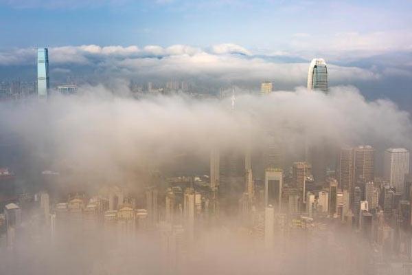 香港迎来平流雾 维港宛如人间仙境