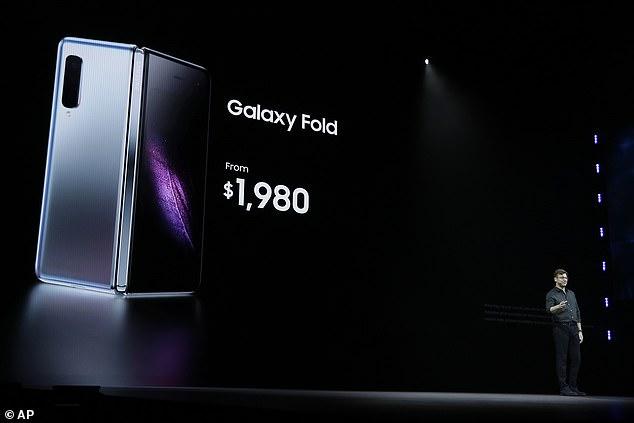 网友DIY可折叠手机嘲讽三星Galaxy Fold高昂售价
