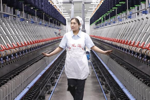 """全国人大代表范冬云:纺织业需科技""""造血"""""""