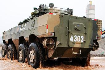 比考驾照难多了!装甲兵驾装甲车训练严实难课目