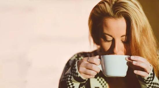 网红奶茶生产黑幕曝光:你喝的奶茶 比地沟油恶心