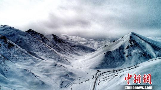 青海玉树多次降雪接近历史极值 灾区降雪仍将持续