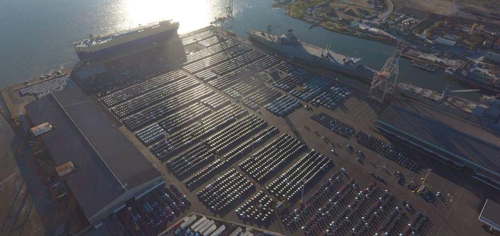 马斯克晒车:4000辆Model 3停在码头等待上船