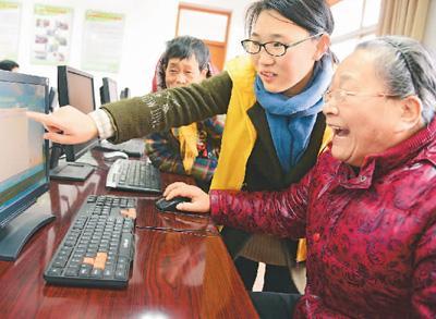 玩直播、热衷网购……老年人上网是种怎样的体验?