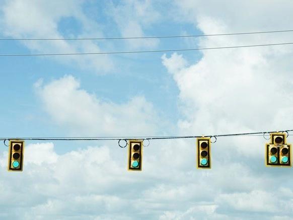 """""""灯厂""""奥迪又玩灯:能优化路线让你驾驶一路绿灯"""