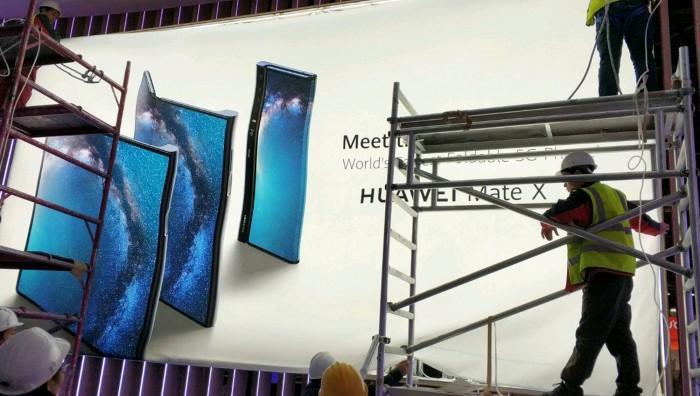 华为首款折屏手机Mate X海报曝光:折法不一样