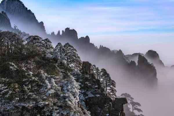 安徽黄山现云海雾凇景观