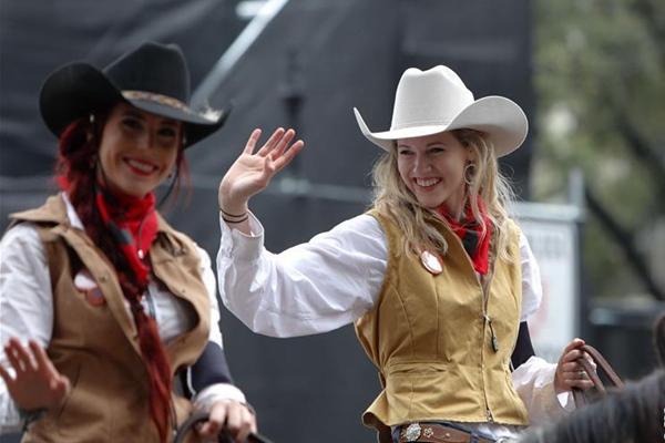美国休斯敦举行牛仔大游行 美女萌娃齐上阵