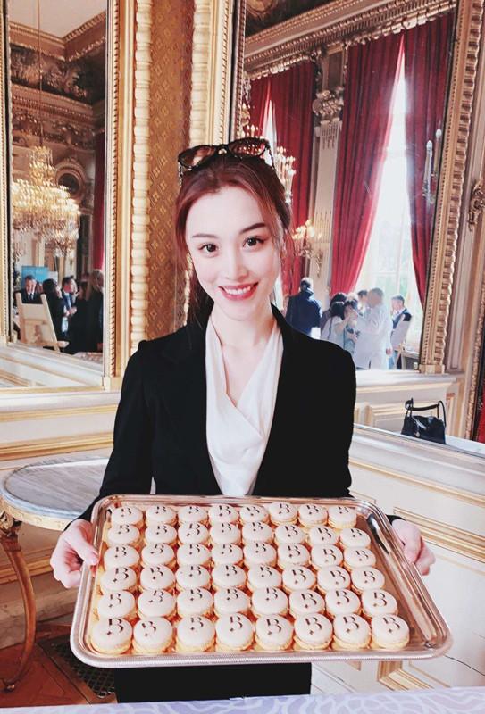 葛天异国受青睐 现身法国外交部品顶级料理