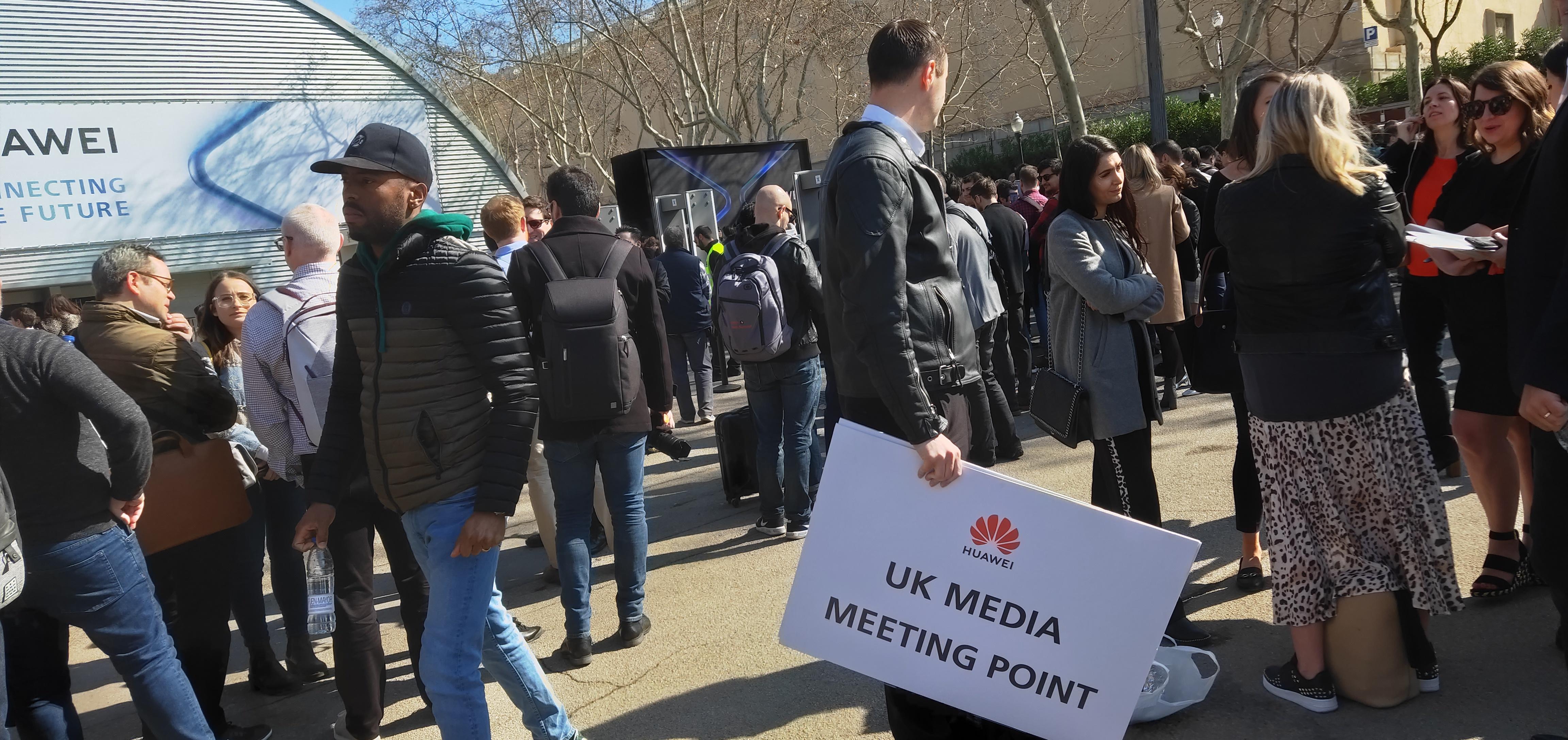 华为5G折叠手机亮相:各国媒体簇拥 全球竞争更激烈