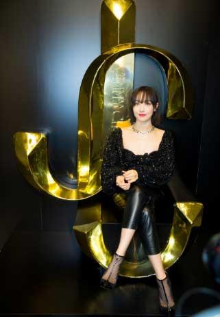 宋茜all black造型亮相米兰展时尚魅力