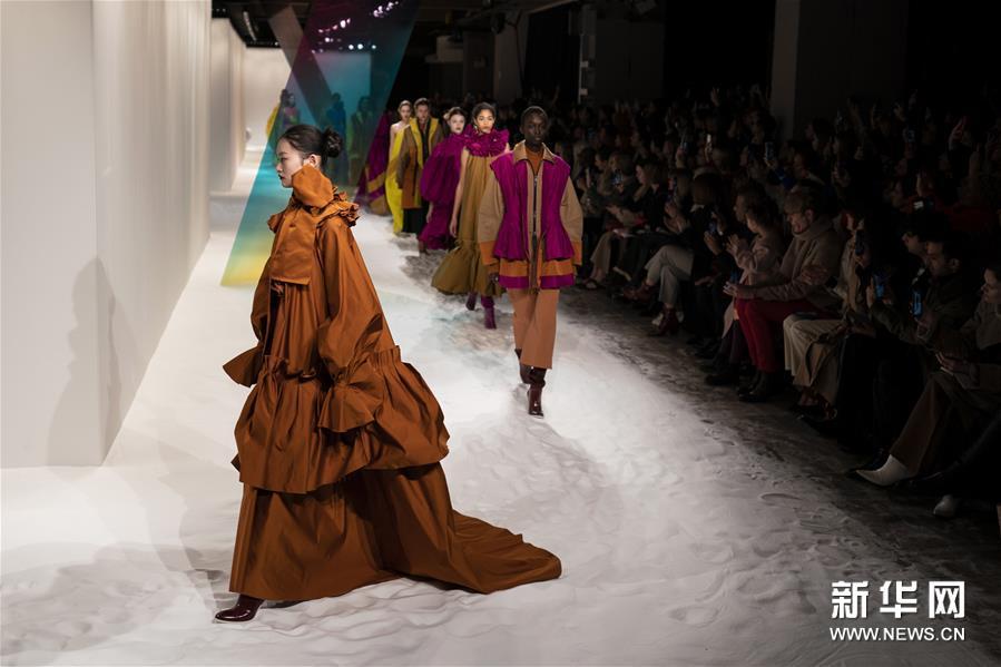 伦敦时装周——Roksanda品牌时装秀