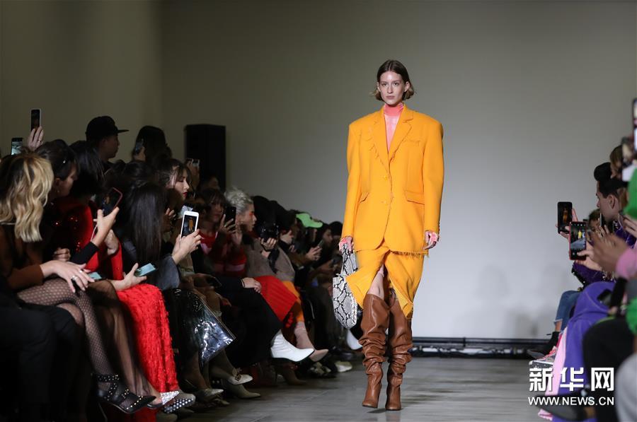 米兰时装周:ANNAKIKI品牌发布秋冬新品