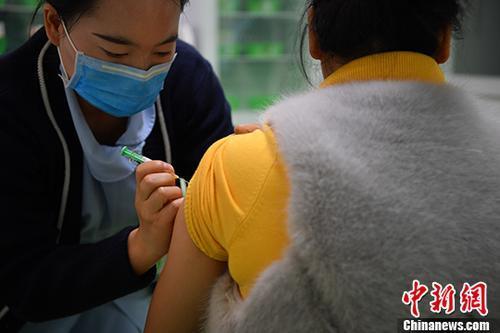卫健委:中国免疫规划疫苗接种率持续保持在90%以上