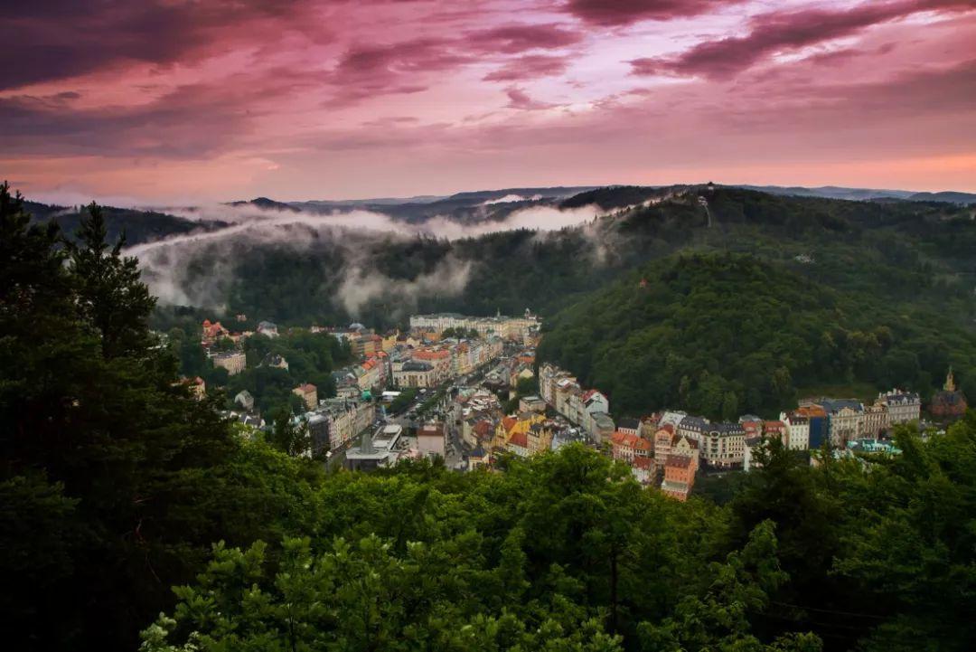 提起捷克只知道CK小镇?这3个隐藏在西部地区的温泉小镇才是真的美!