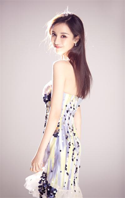 混血美女景瓷闪亮米兰时装周,纯美令人一见倾心