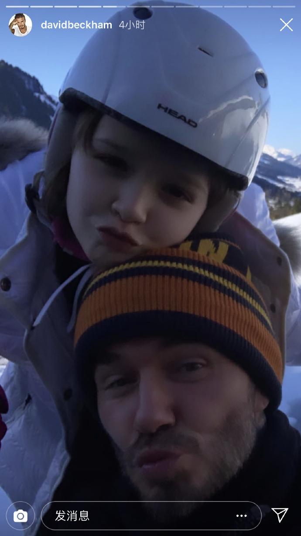 贝克汉姆一家人去滑雪 小七与爸爸对镜头献吻超相似
