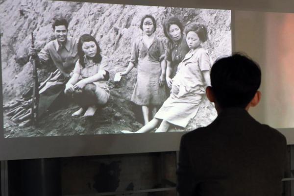 """不容忘却的历史!韩国首尔举办""""慰安妇""""图片展"""
