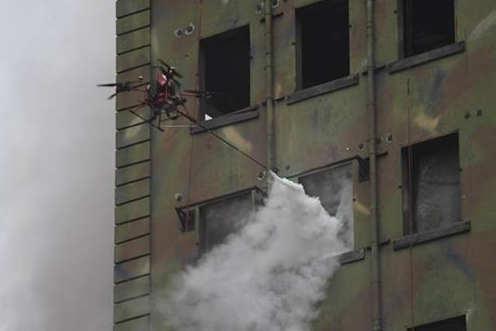 5G无人机灭火演练 扑灭高层火灾