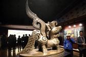 海外华媒代表探访三星堆博物馆 感受古蜀文明