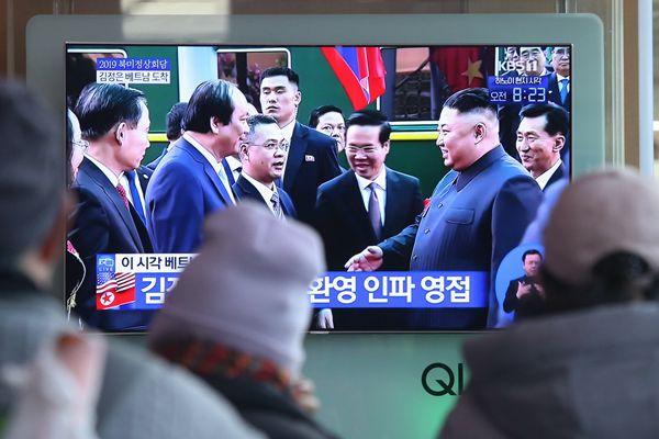 朝鲜最高领导人金正恩抵达越南 韩国人民关注新闻直播