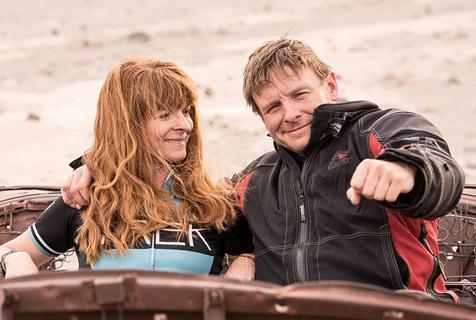 英国夫妇卖房子辞工作开启摩托车环球之旅