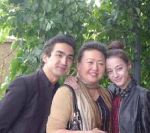 迪丽热巴的妈妈,杨幂的妈妈,杨颖的妈妈,赤裸裸的差距