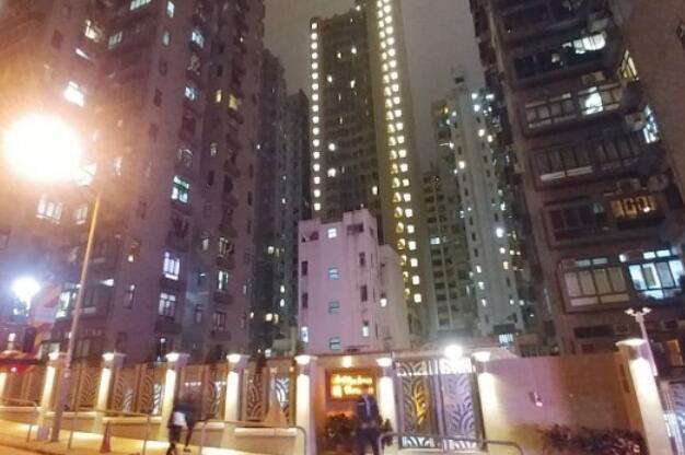 香港夫妇疑因炒股失败 携幼子在住所烧炭身亡