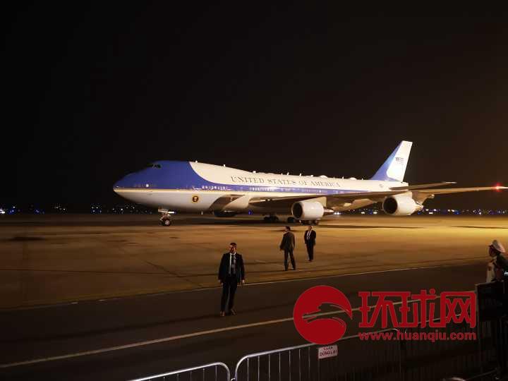刚刚,特朗普专机抵达越南河内!(现场视频)
