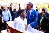 """南非一牧师表演""""起死回生术""""遭殡仪馆控告"""
