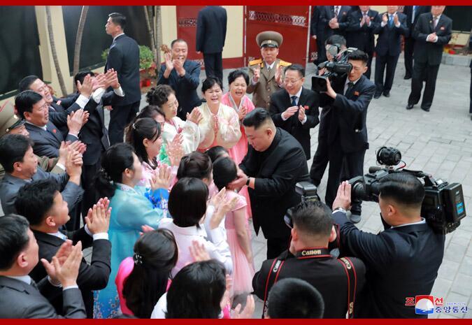抵达越南的金正恩第一天都去了哪里?