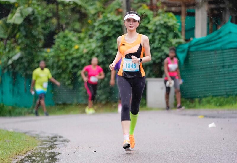 熊乃瑾领跑海边马拉松 健康生活新主张