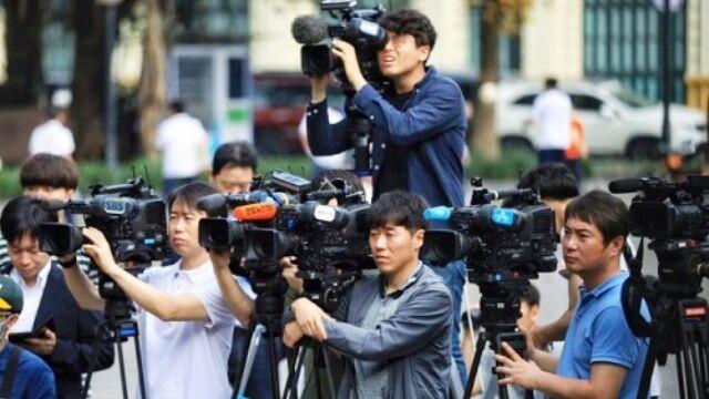 越南给报道金特会的外国记者免费提供火车票和公交车票