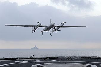海军驱逐舰编队南海训练 舰载无人机罕见亮相