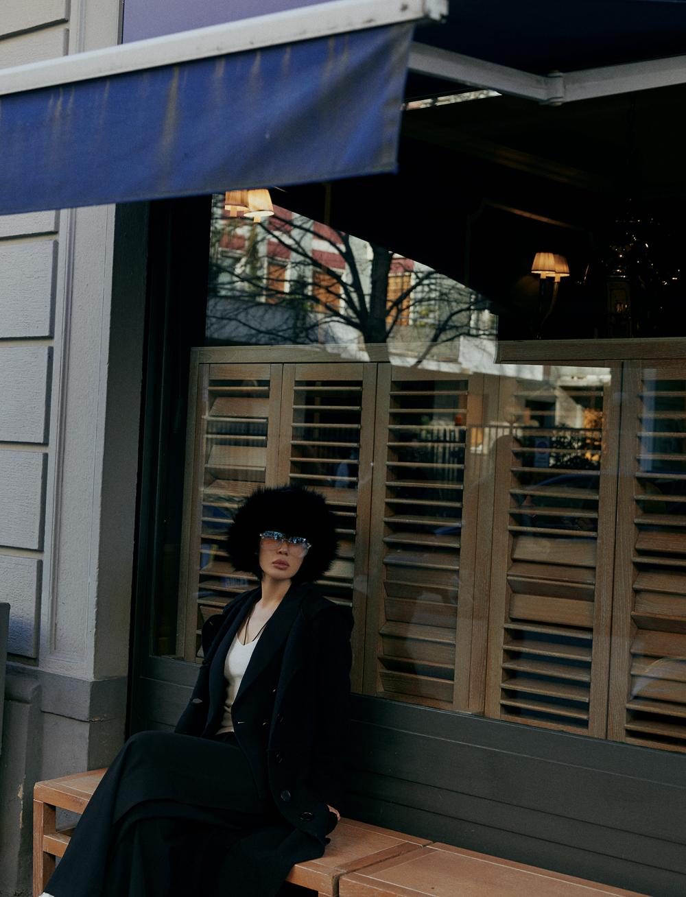余男最新街拍释出 漫步米兰街头追寻时尚真谛
