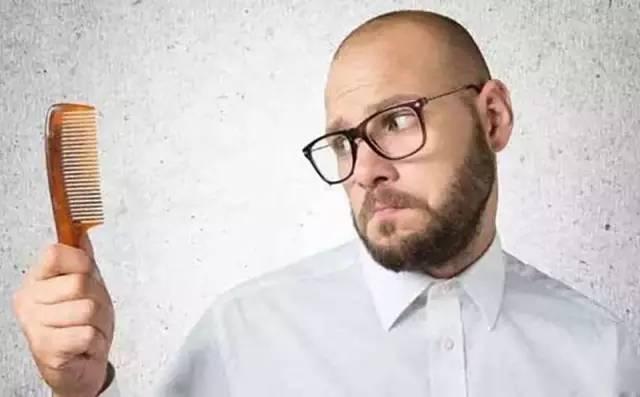 """为应对脱发困扰 英国推出""""克隆""""毛囊技术"""