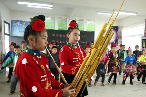 贵州丹寨开学第一课 非遗进课堂