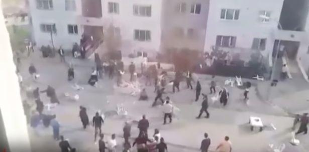 土耳其婚礼现场失控:家属互殴 新人被赶出现场