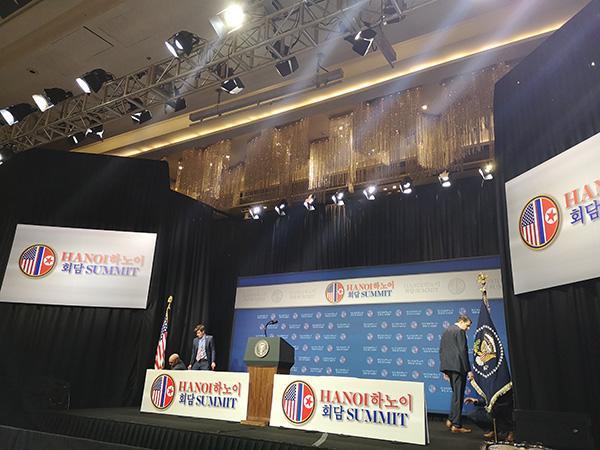 金特会2.0|目击:记者会突提前,现场略混乱仅有白宫标志